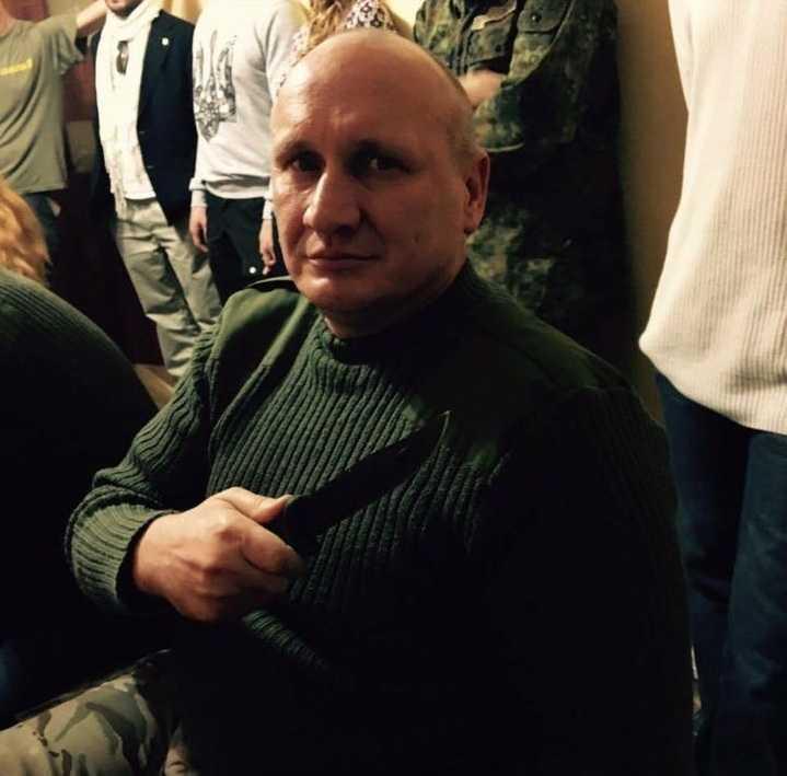 Микола Коханівський ОУН у залі суду з ножем