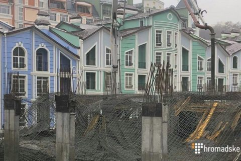 В Києві на будівництві обвалилася плита: постраждалих немає