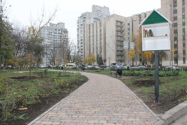сквер на проспекті Лобановського