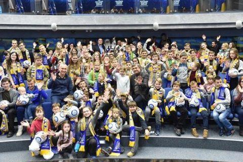 Федерація футболу України на декілька годин стала резиденцією Святого Миколая. ВІДЕО