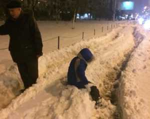 тротуар по Оболонскому проспекту от м.Героев Днепра до м.Минская