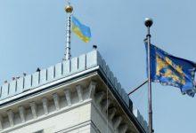 3 квітня 1990 року над міською Ратушею Львова було піднято синьо-жовтий прапор