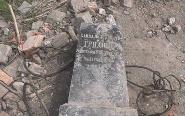 На Запорожье обнаружили замурованное надгробие врача (ФОТО, ВИДЕО)