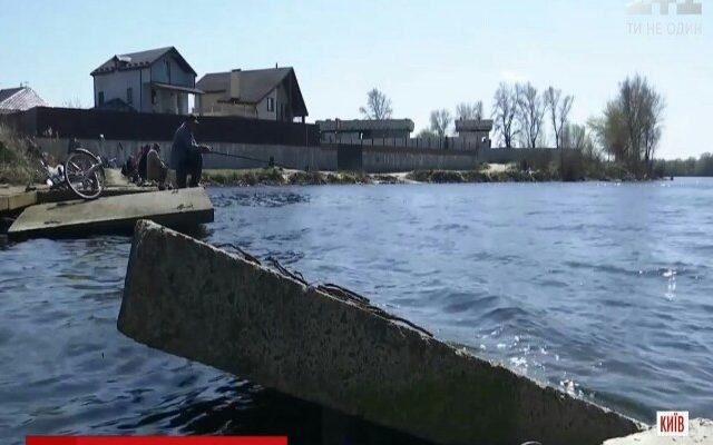 У Києві на Осокорках розвалили дамбу