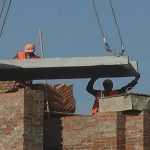 Более ста жителей Вишневого перекрыли центральную улицу требуя достроить школу