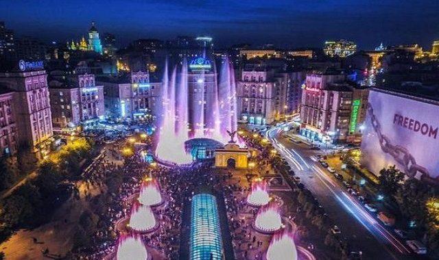 На Русановском канале и Майдане Независимости будут работать светомузыкальные фонтаны