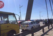 На Северном мосту маршрутка столкнулась с автомобилем патрульной полиции