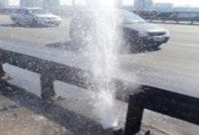 На мосту Патона бьет фонтан воды