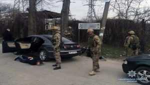 Озброєні зловмисники вимагали у мешканки Запоріжжя неіснуючого боргу