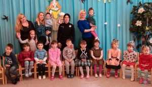 Поліцейські Київщини привітали дітлахів з Великоднем. Фото