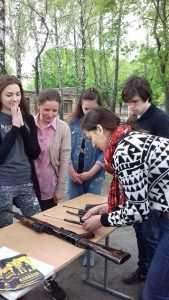 Столичні рятувальники навчали школярів поводитися зі зброєю. Фото. Відео4