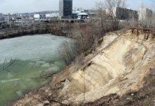 Столичные застройщики возобновили незаконное строительство на берегу озера Глинка