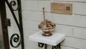 У Києві на Подолі встановили бронзовий пам'ятник, присвячений сухому варенню. Фото