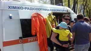У парку Шевченка діти могли себе спробувати у ролі поліцейського, рятувальника та інших професій. Фото. Відео