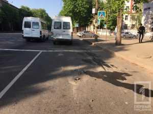 В Кривом Роге столкнулись микроавтобус и маршрутка с детьми