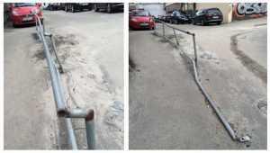 В Киеве на новой тактильной дорожке для незрячих проржавели и развалились поручни. Фото