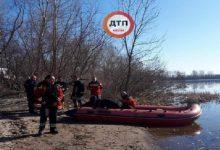 В Киеве возле острова Жуков перевернулась лодка. Спасатели ищут людей