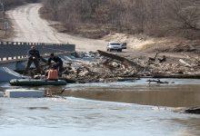 В Луганской области в связи с поднятием уровня воды до сих пор подтоплен мост