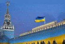 В России главреда газеты судят за фото с украинским флагом