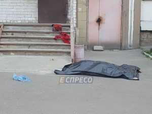 В Соломенском районе молодая женщина выпрыгнула с шестого этажа. ФОТО