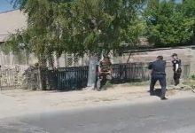 В Запорожье мужчина бросился с топором на сотрудников полиции. Видео