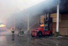 В поселке Чудци Ленинградской области загорелся склад