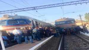 Во Львове из-за нехватки места в вагонах около 200 разъяренных пассажиров вышли из электрички. Видео. Фото
