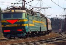 Во Львовской области пригородный поезд столкнулся с автомобилем Mercedes