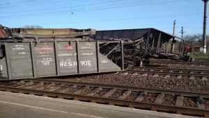 Во Львовской области сошло с колеи около 10 вагонов грузового поезда. Фото