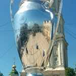 На Софійській площі встановили величезну модель Кубка Ліги чемпіонів. Фото