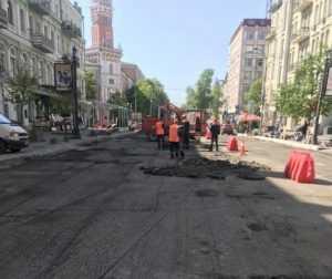 Після ремонту тротуари на вулиці Володимирській матимуть єдину гаму