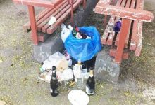 Після травневих вихідних комунальники продовжують вивозити сміття за відпочиваючими