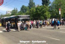 По улице Маршала Гречко люди протестуют против вырубки садов. Видео