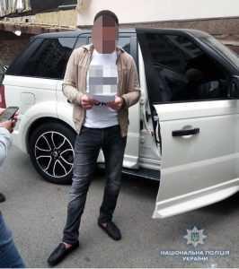 У киевлянина нашли  пистолет Глок с тремя магазинами. Фото