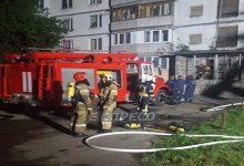 В Киеве горел 16-этажный дом, от огня люди прятались на балконе