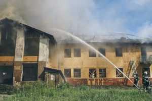 В Киеве горело двухэтажное здание. Видео