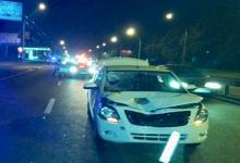 В Киеве нетрезвый мужчина перебегал проспект Победы и попал под машину