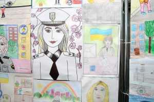 В Киеве состоялась выставка детского рисунка под названием Моя мама - полицейский