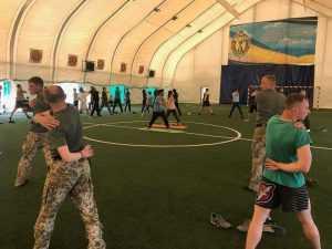 В столице киевские пограничники обучались йоге. Фото