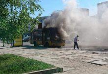 Во Львове на остановке за считанные минуты сгорела маршрутка. Видео
