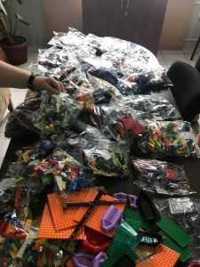 До Київських шкіл прибули набори конструктора Lego