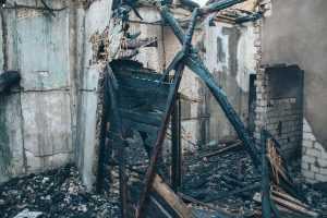 На ДВРЗ произошел пожар в заброшенном доме