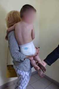 На Печерську у горе-батьків відібрали 3-літнього хлопчика