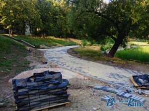 На Виноградарі біля озера будівельні роботи тривають вже 4 рік