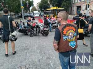 Несколько сотен байкеров проехались по центру Киева