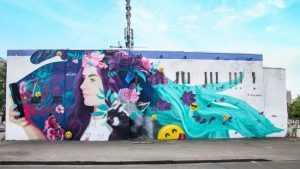 В Дарницком районе появилось веселое граффити