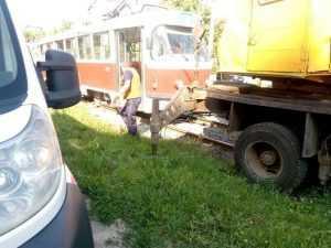 В Харькове мужчина бросился под трамвай