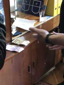 В Киеве два инспектора патрульной полиции задержаны на взятке в 3 тыс. гривен