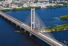 В Киеве с Южного моста спрыгнул человек