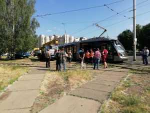 В Киеве скоростной трамвай сошел с рельсов